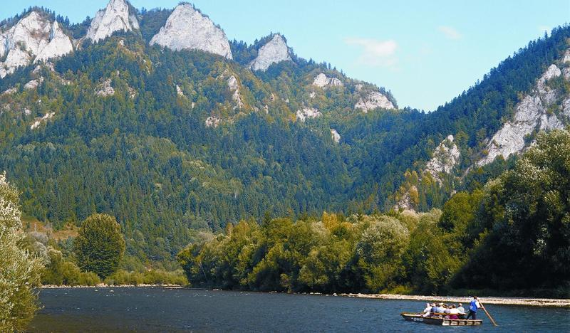 Rafting down the Dunajec Gorge